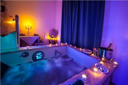 Bagno Romantico Foto : Come decorare il bagno per una serata romantica