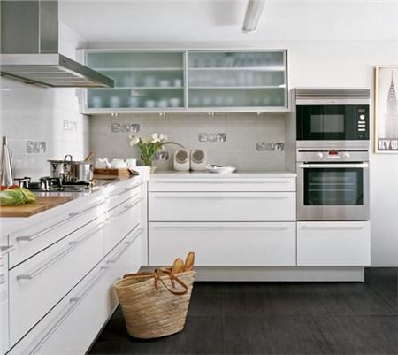 Serie baia for Piastrelle cucina bianche e nere