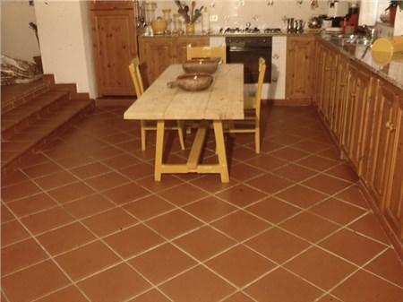 Cotto tradizionale arrotato pavimenti - Pavimenti x cucina ...