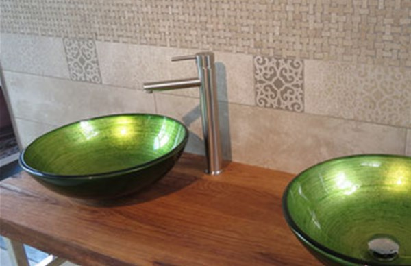 Lavabo in vetro decorato