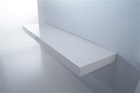 mensola in legno bianco laccato
