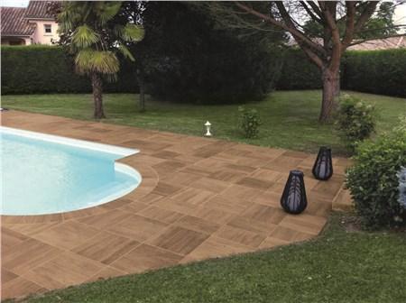 Pavimenti per piscine ceramiche supergres for Piastrelle per interno piscina