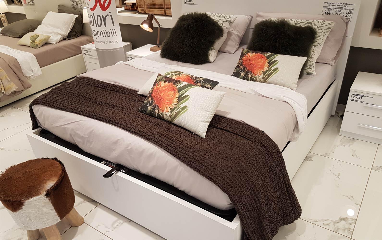 Camere da letto mondo convenienza for Costo camera da letto completa