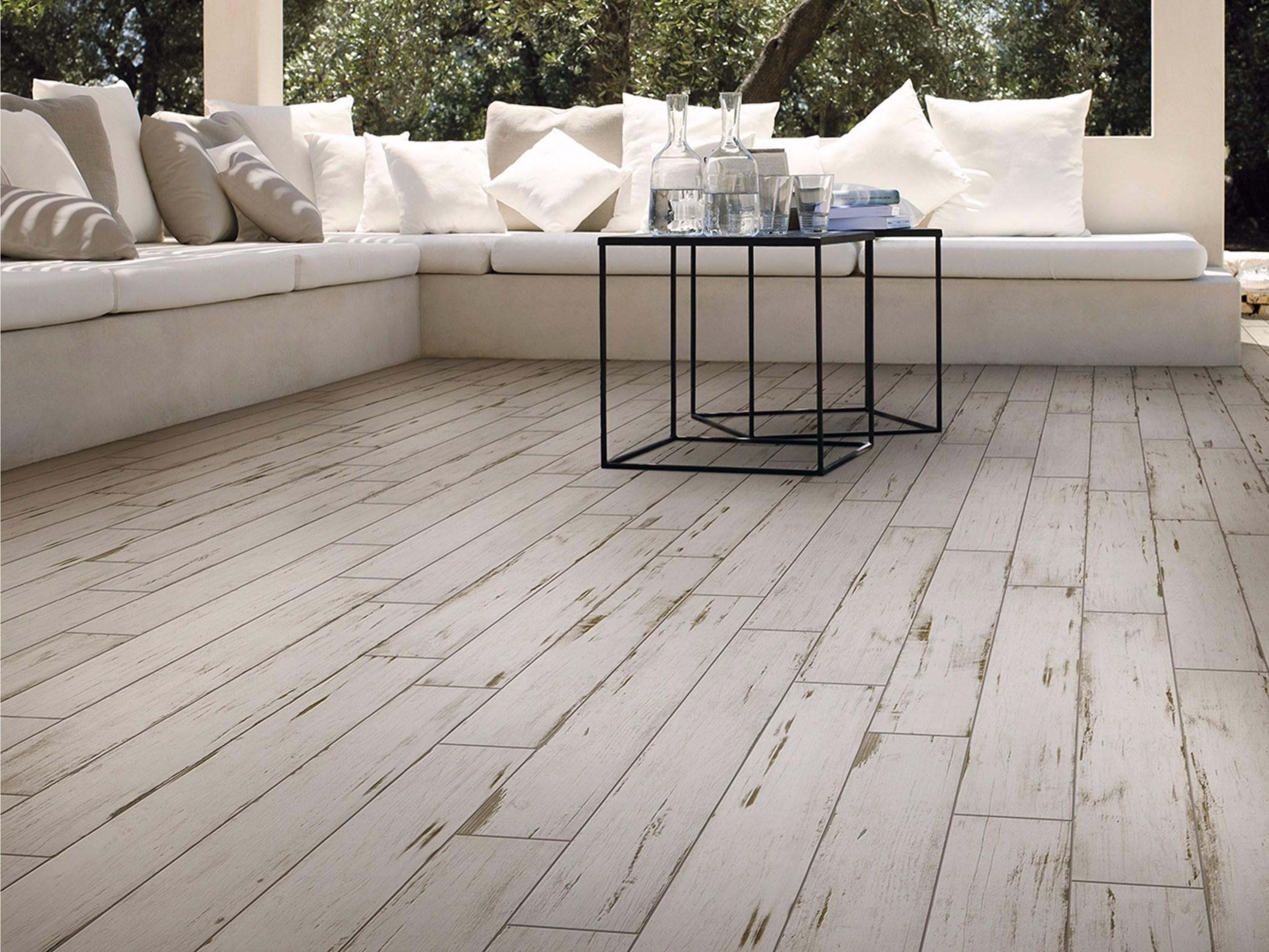 Gres porcellanato effetto legno - Pavimento esterno finto legno ...